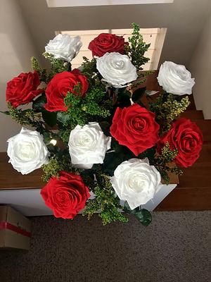 Ramo 12 rosas Premium con solidago $310.
