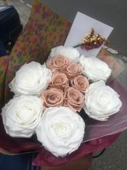 Ramo 12 rosas $265.000 incluye 6 premium