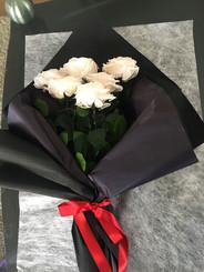 Ramo 6 rosas unicolor $145.000.JPG