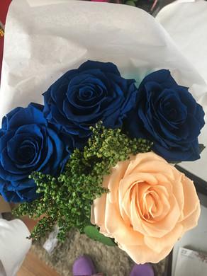 Ramo 4 rosas 2 colores 125.000.JPG
