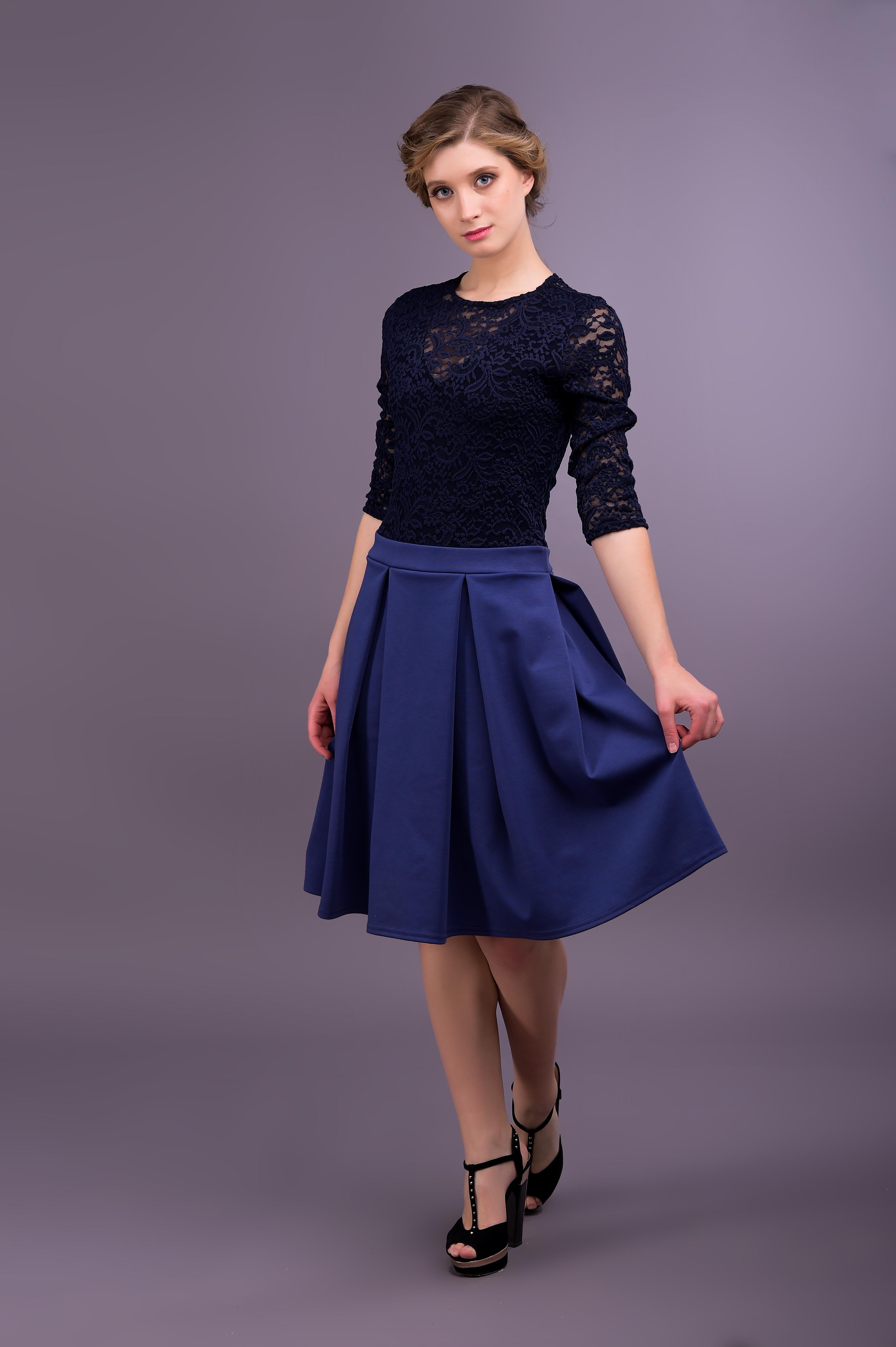 Черно-синее ажурное платье
