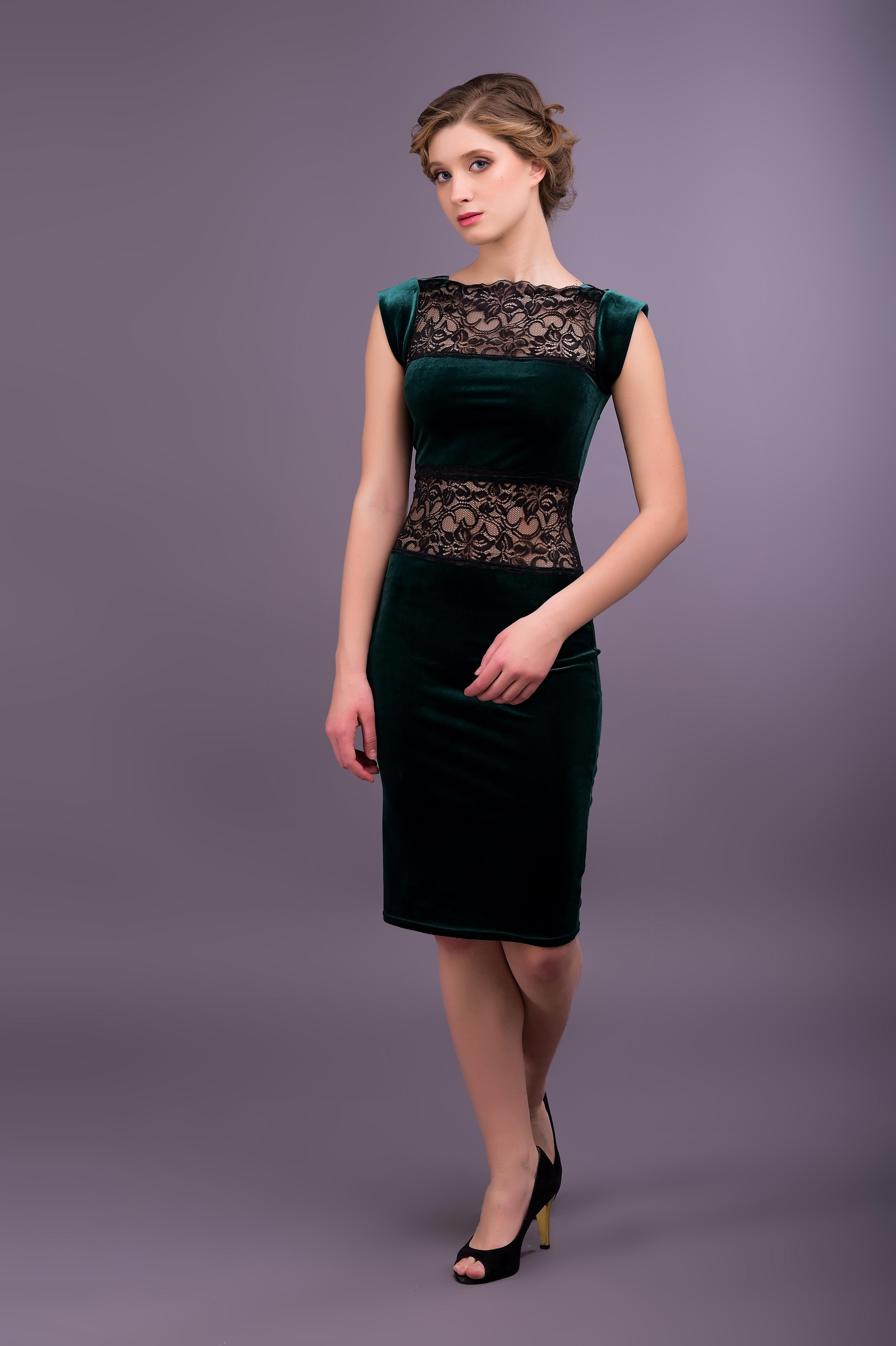 Бархатно-кружевное платье