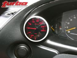 0802_turp_14_z+2001_acura_integra_type_r+gauge