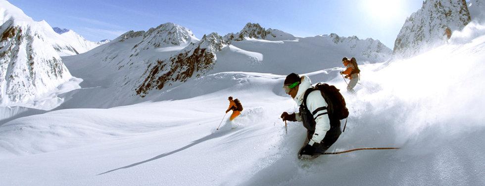 Heli-skiing-tlh.jpg