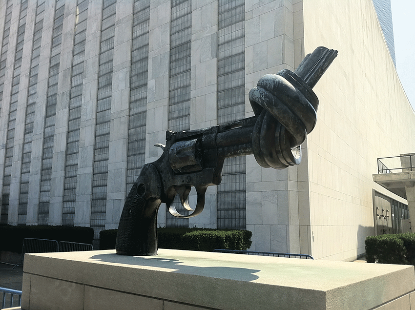 bertoft_nonviolence_sculpture_NewYorkUNH