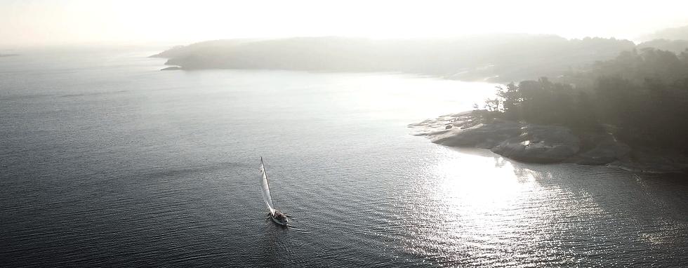 bertoft_webtop_sailingout.png