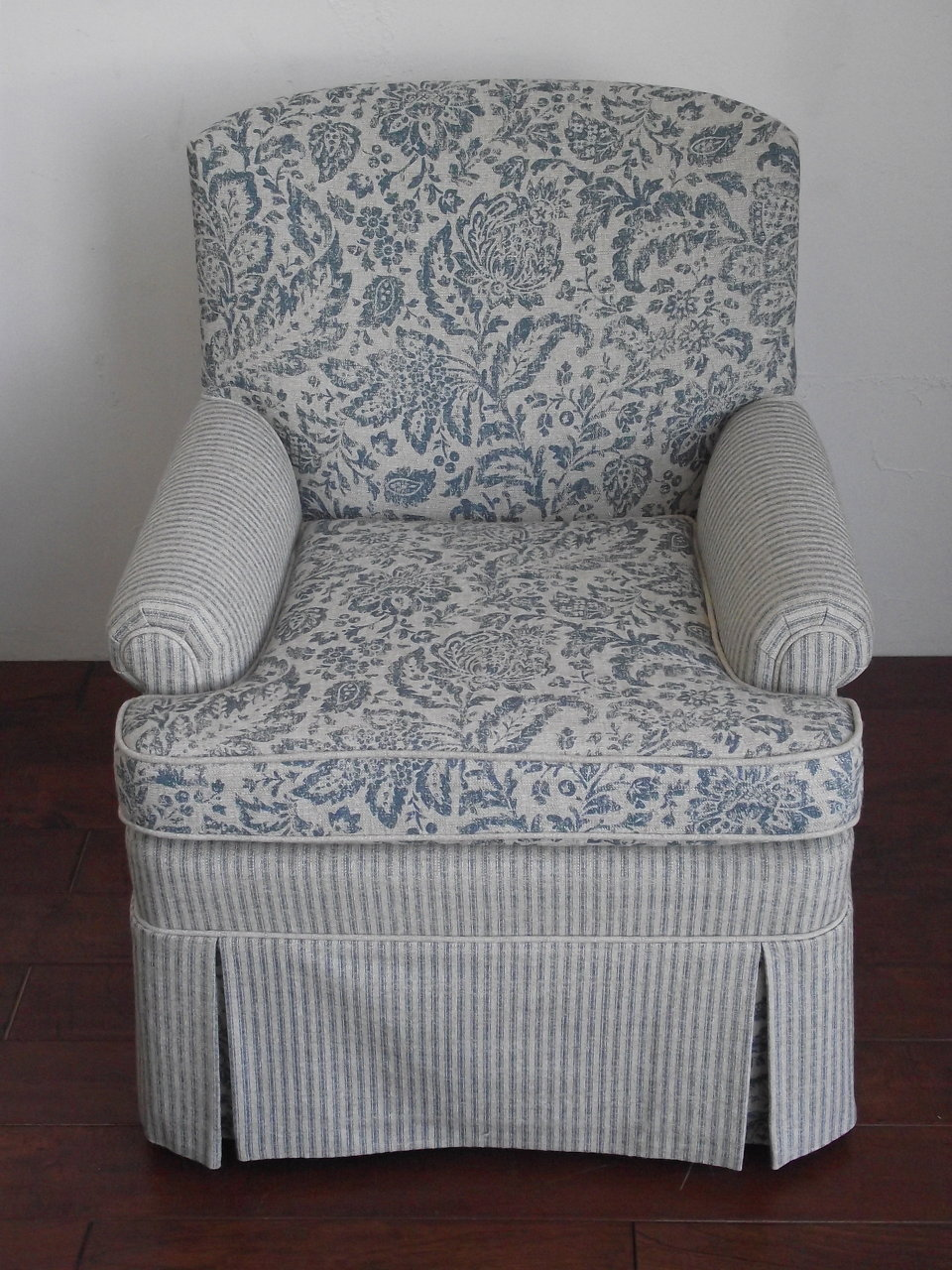 MIX AND MATCH ARMCHAIR