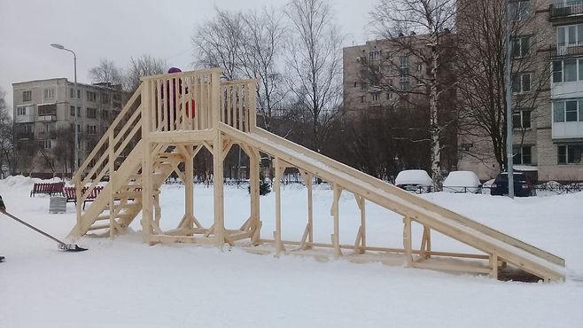 Новая детская площадка украсила Московский район