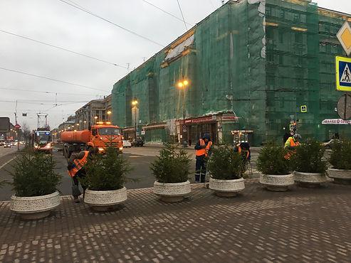 Московский проспект украшают к Новому году