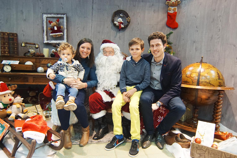 Toute la famille avec le Pére Noël