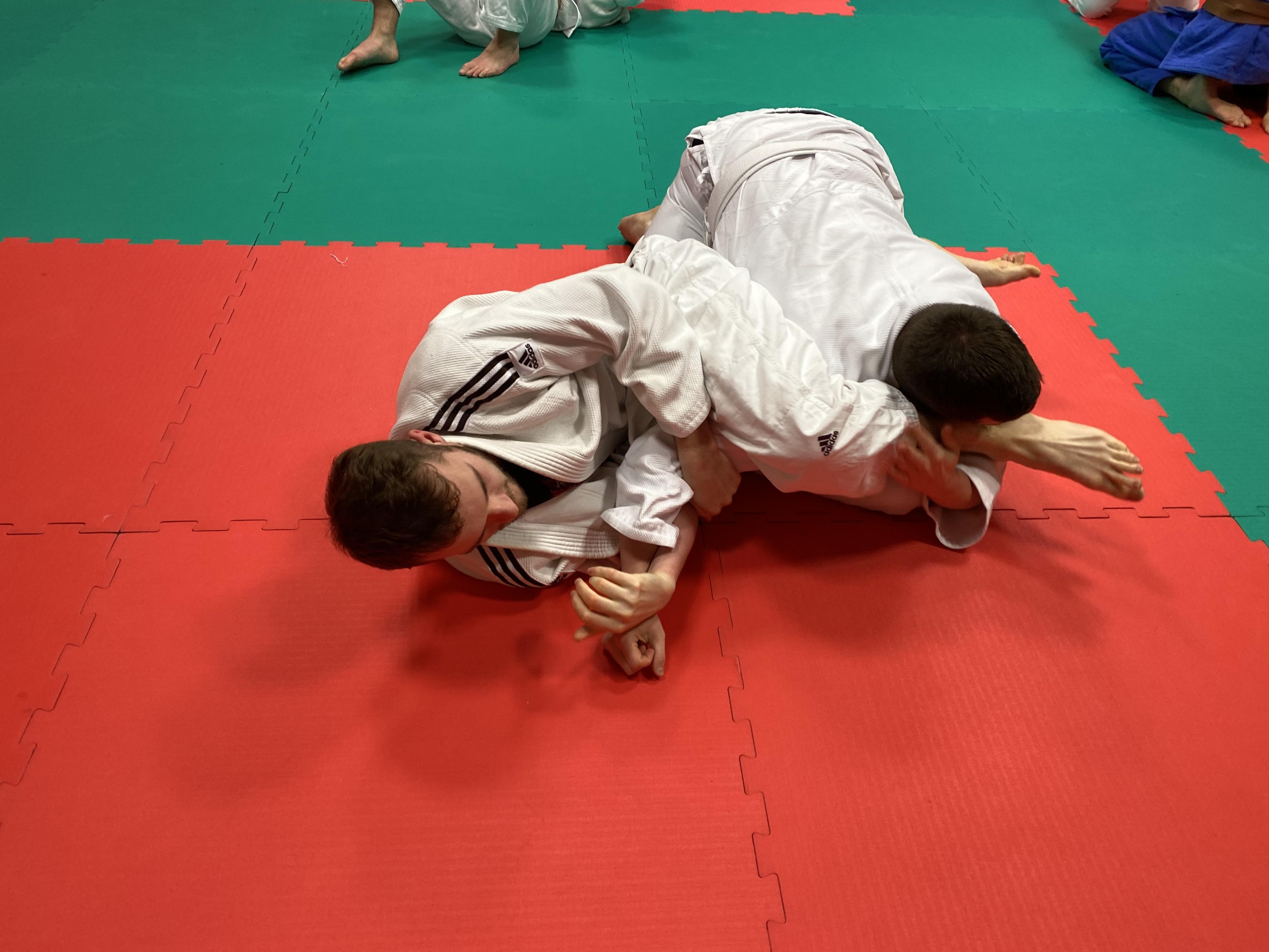 Adult Judo class Woking - Arm lock