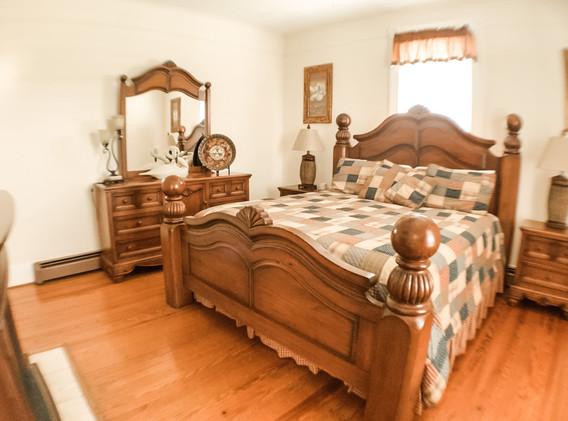 Downstairs bedroom .jpg