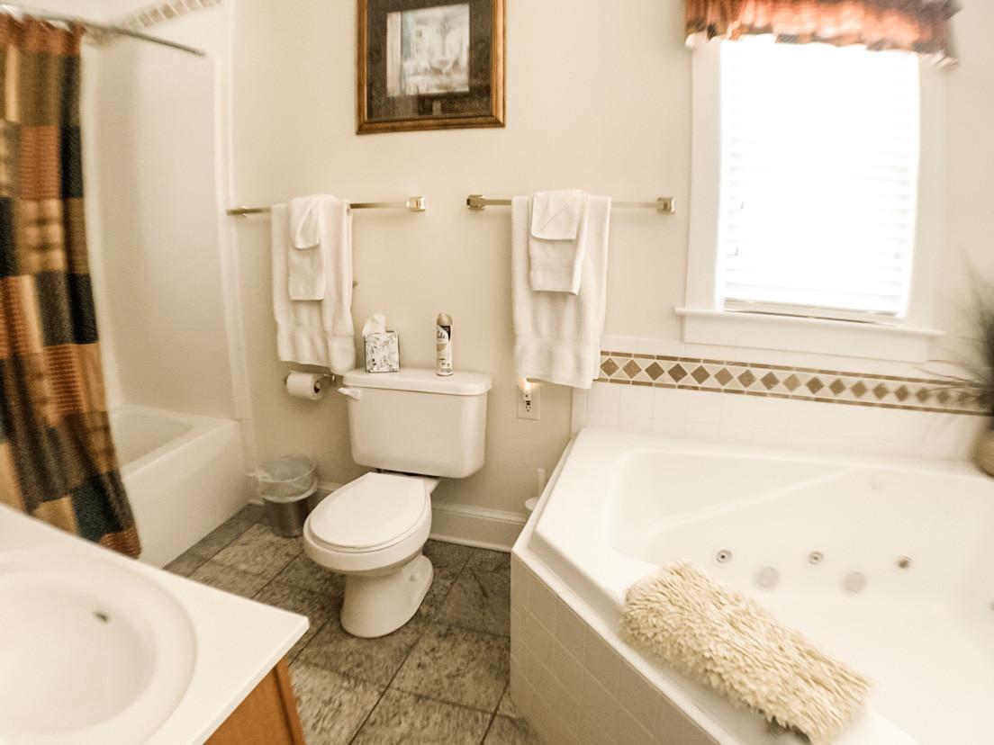 Bathroom off of br 4.jpg