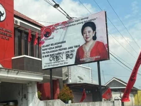 Baliho Puan Maharani 'Open BO' Terpasang di Depan Kantor PDIP, Polisi Turun Tangan