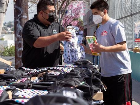 Vans Berdonasi Laptop, Sepatu Hingga Tas Untuk Setiap Siswa di Sekolah Global Los Angeles