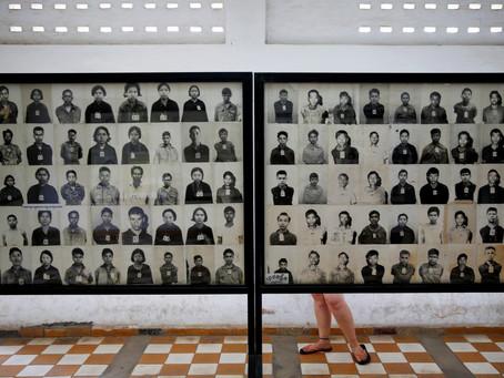 Kamboja Menuntut Editorial Vice Atas Editan 'Senyuman' Pada Korban Pembantaian Genosida