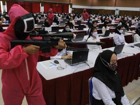 Ujian CPNS Kemenkumham Diawasi Pink Soldier Squid Game