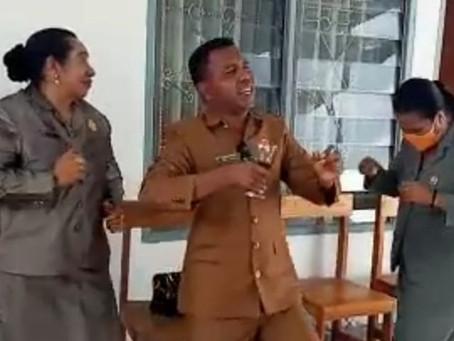 Anggota DPRD Malaka Dari Partai Golkar dan Hanura Gelar Pesta Tanpa Masker Saat PPKM