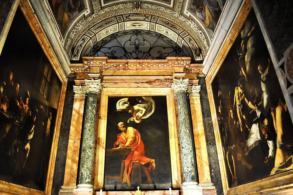 Капелла в церкви San Luigi dei Francesi с живописью Караваджо.