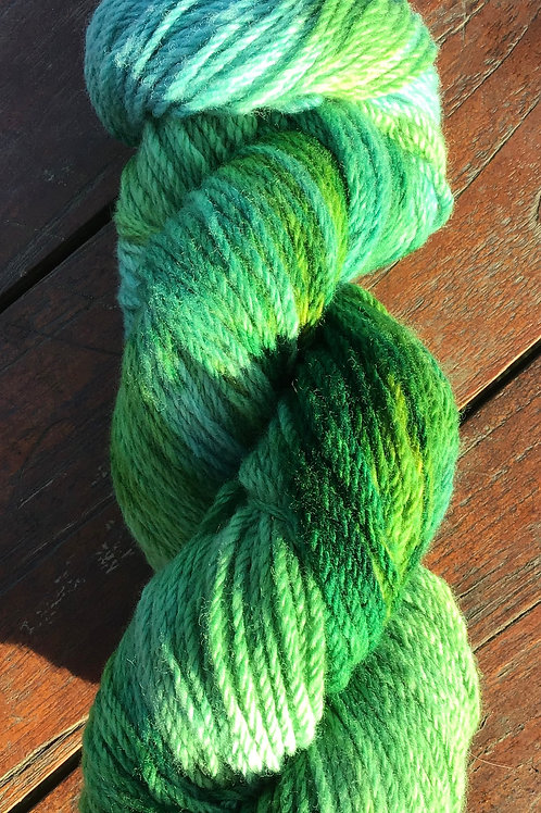 Green frog Polwarth pure wool yarn 8 ply 100g