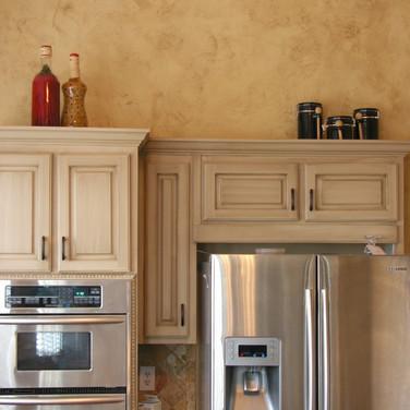 faux glaze on kitchen cabinets distresse