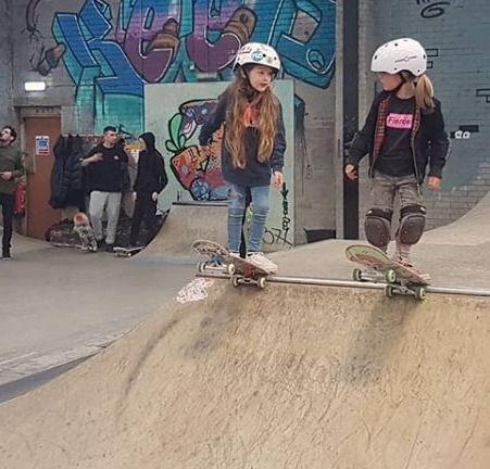 Under 18 Beginners Skateboard *