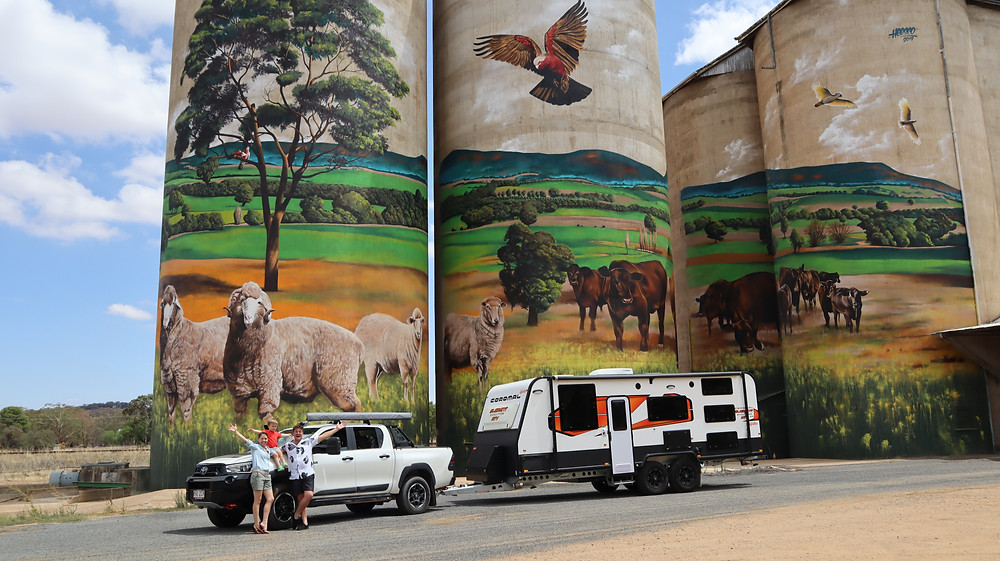 Caravan, Toyota Hilux, Silo Art