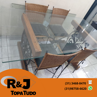 Mesa com 4 cadeiras R$1280