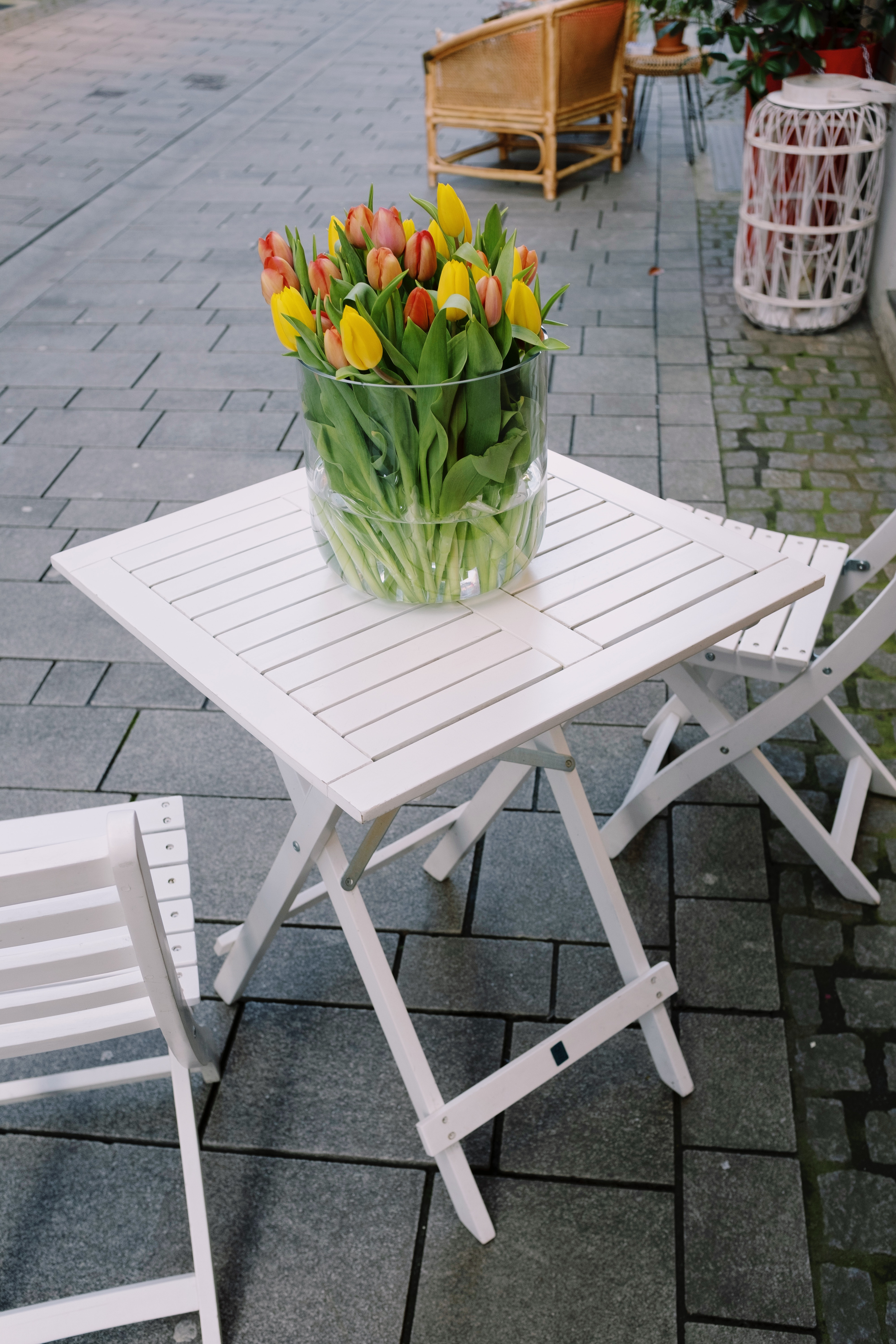 white-wooden-table-with-flowers-in-vase-