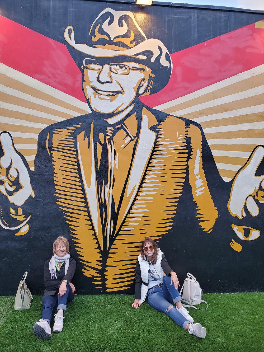 Mural de Shepard Fairey em Wynwood Walls honra a memória de Tony Goldman, falecido em 2012.