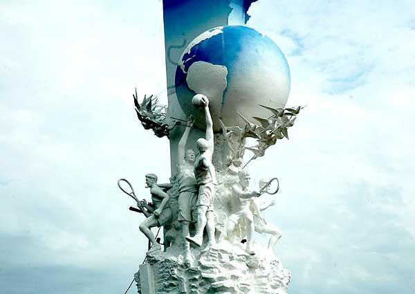 Monumento em homenagem aos Jogos Pan-Americanos no Rio de Janeiro em 2007. A obra criada por Fukuda possui 15m de altura.