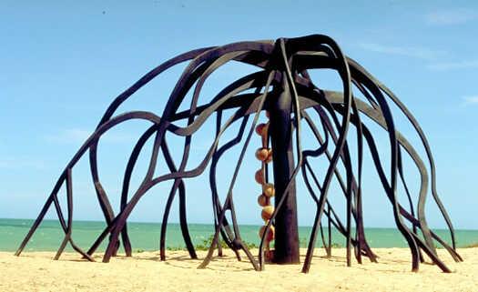 Arte sustentável por Frans Krajcberg.