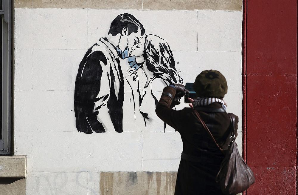 Mural do artista de rua Rebel Bear em Glasgow, na Escócia — Foto: Andrew Milligan/PA via AP