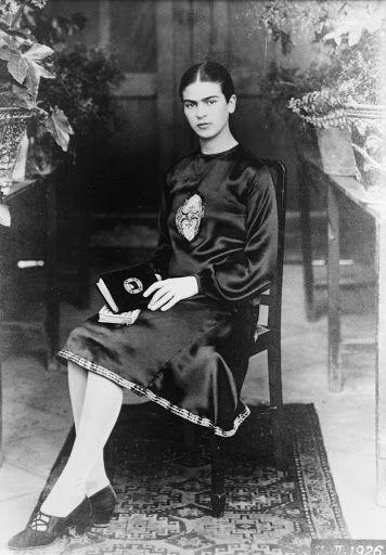 Frida Kahlo como estudante - Guillermo Kahlo, 1926