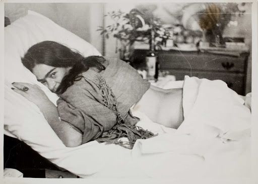 Frida Kahlo deitada - Nickolas Muray, 1946