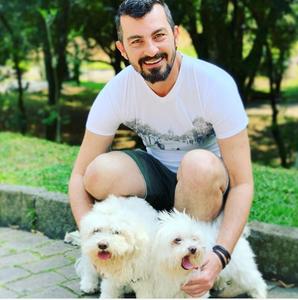 Vitor Senger com seus pets.