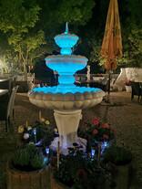 Beleuchteter Springbrunnen