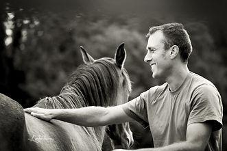 Débourrage jeunes chevaux. Travail et entrainement du cheval. Education du poulain. Toulouse, Montauban, haute garonne. Stage ethologie