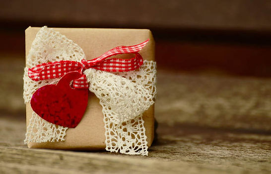 gift-1196288-1920.jpg_1519084346.jpg