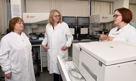Maureen Watt MSP visits University of Aberdeen and NHS Grampian, Zosia Miedzybrodzka, Dawn O'Sullivan