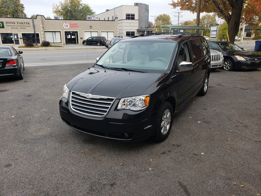 Chrysler Town n Country 2008 7 passagers Prix: 6995$