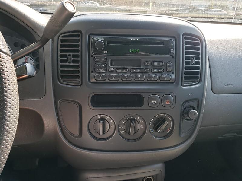 Ford Escape 2004 Automatique 2x4 avec 298 000 km.