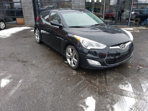 VENDU! Hyundai Veloster 2012 manuel avec seulement 82 000 km. Prix: 7995$