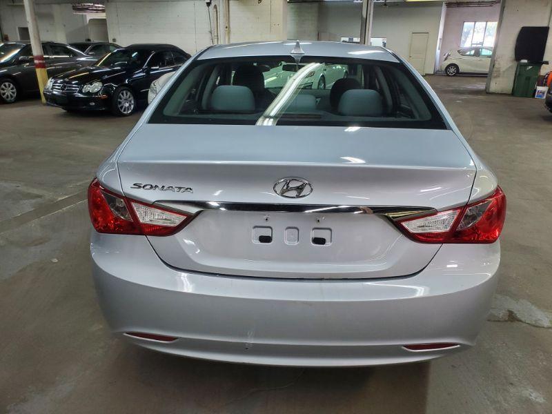 Hyundai Sonata 2.4L GLS 2012