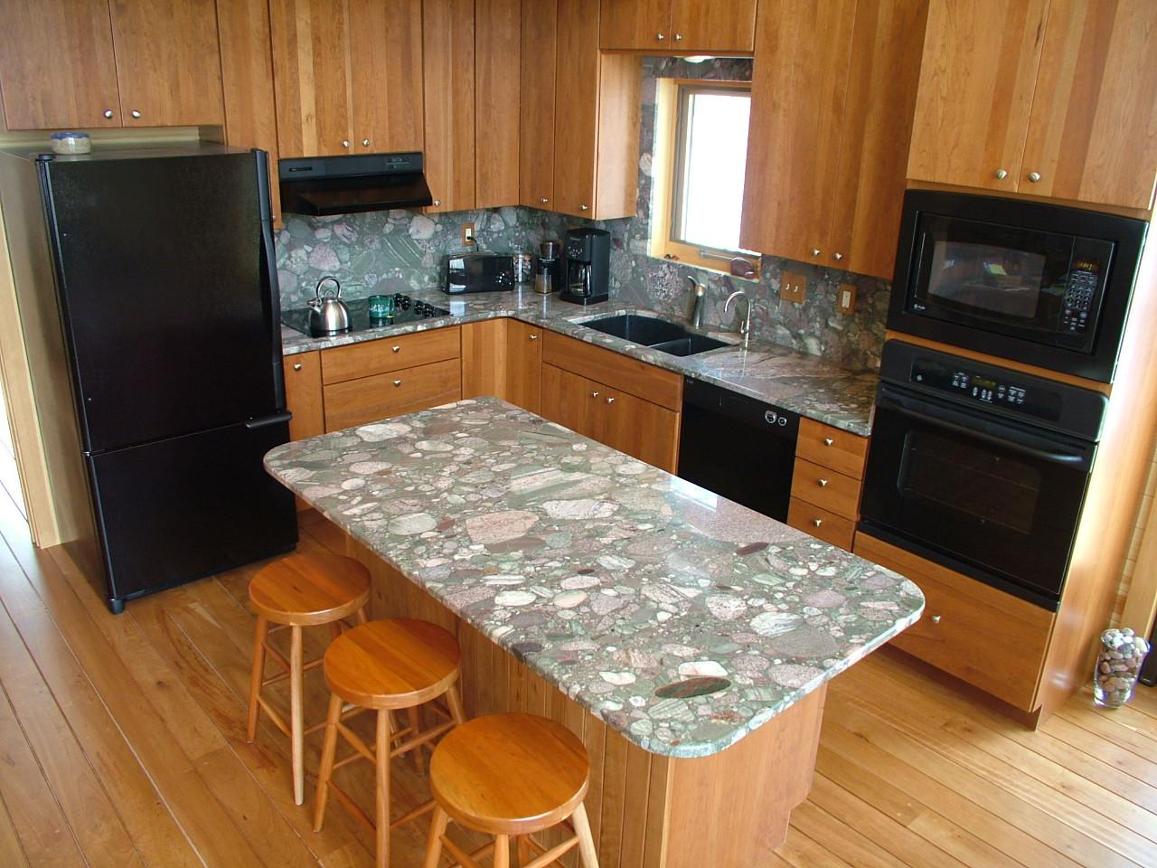 Kitchen [2].JPG