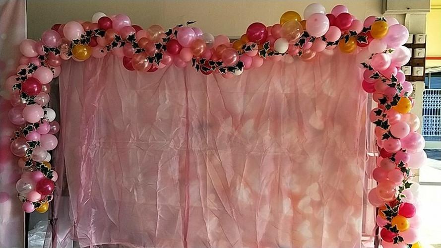 Photowall Balloon Garland.jpg