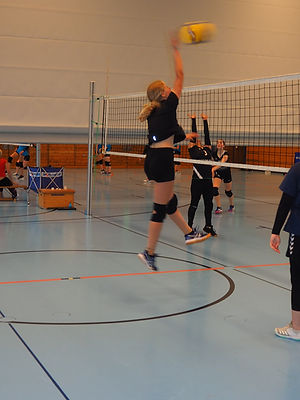 Testspiel SV Esting_Juli 2021_Luisa Angriff.JPG