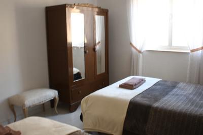 Dormitorio marrón, 2 camas