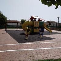 Parque infantil en Trascorrales, junto al pabellón