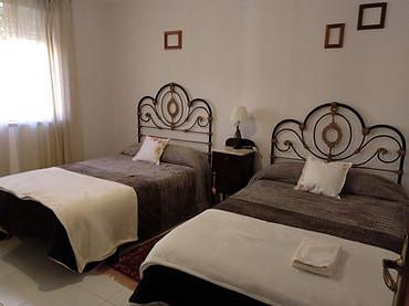 Dormitorio marrón 2 camas invierno